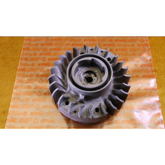 Original Stihl 032 Lüfterrad Polrad Schwungrad 1113 400 1202 / 11134001202 / 1113-400-1202